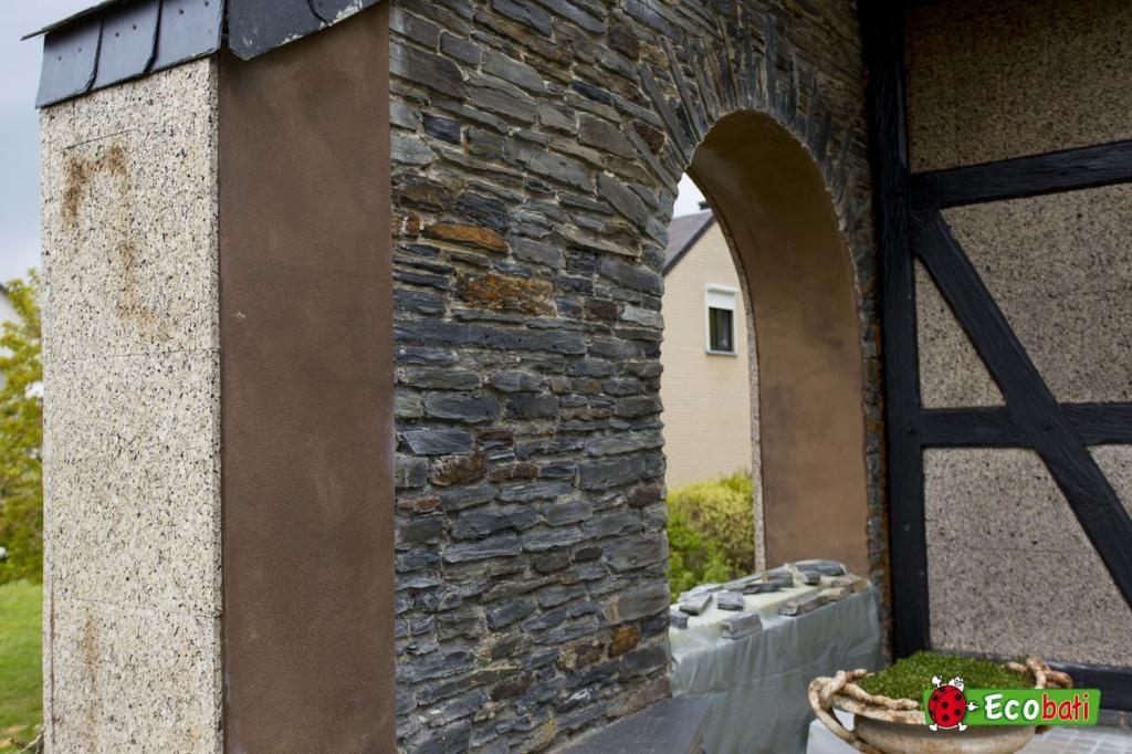 Fa ade en isoli ge du c t d 39 arlon ecobati for Peindre sa facade